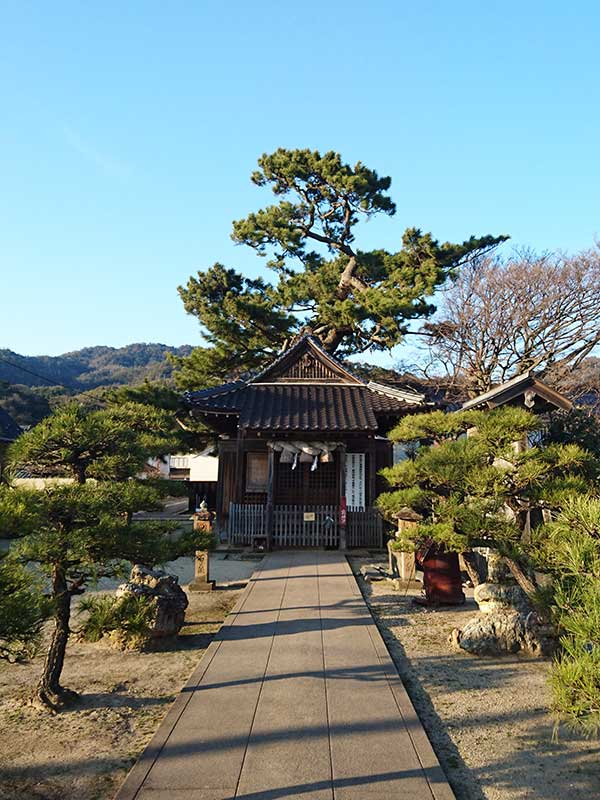 SQ_05_Izumo_neighbourhood_shrine.jpg
