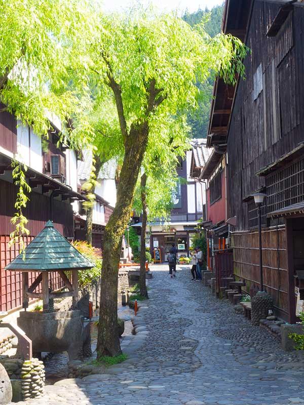 OGGN_19_Gujo-Hachiman_street.jpg