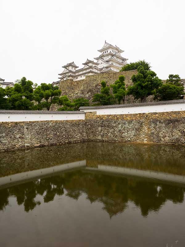 ISO_10_Himeji_Castle_moat.jpg