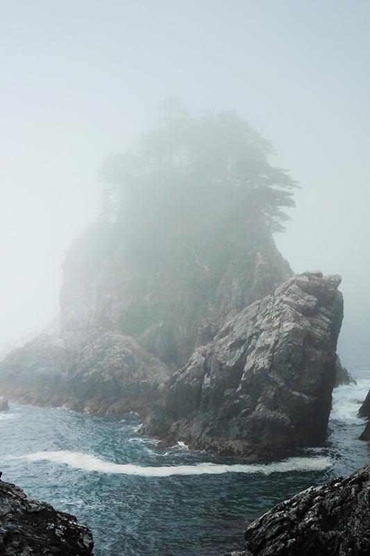 MCT_12_foggy_outcrop.jpg