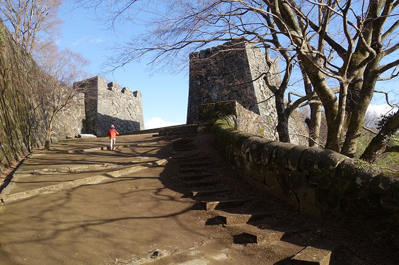 OGOK_23_Okajo_castle_gate.jpg