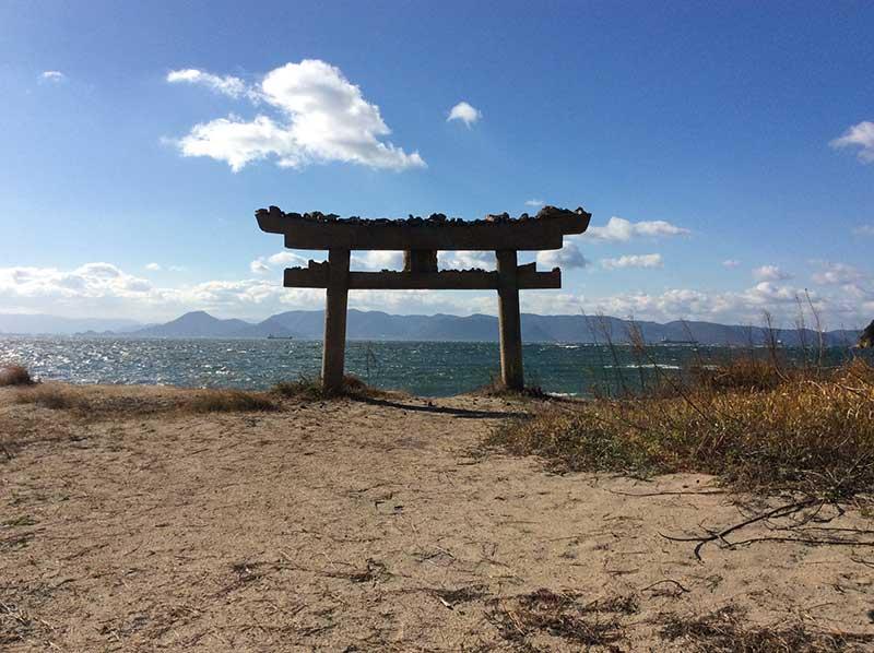 ISO_07_Naoshima_toori_gate.jpg
