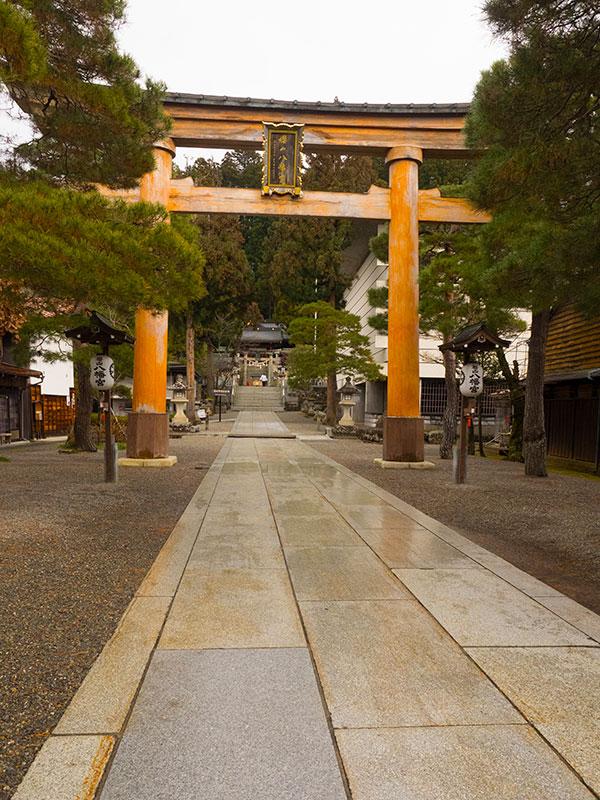 OGGN_12_Takayama_Hachiman_shrine.jpg