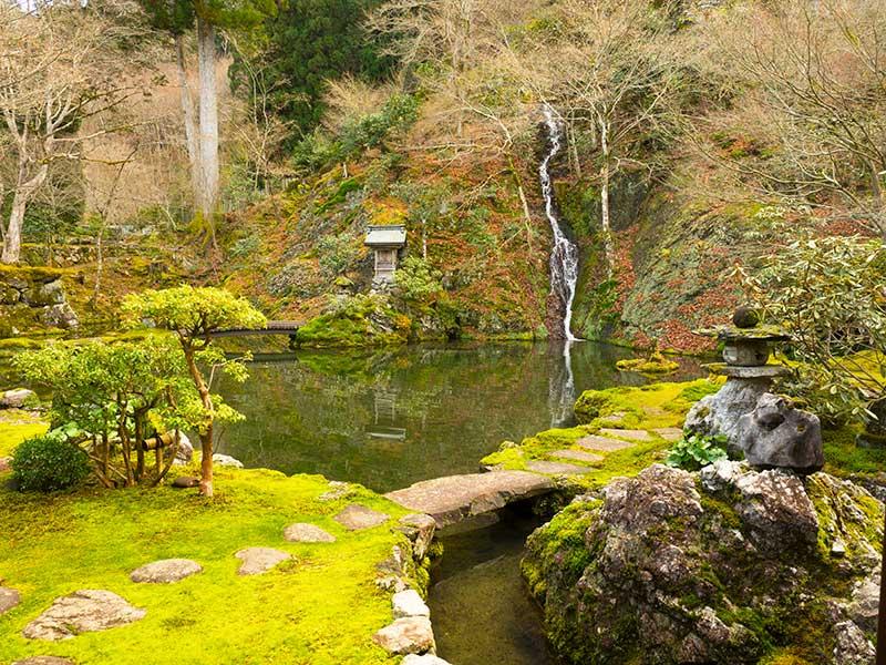 OGGN_06_Gujo_temple.jpg