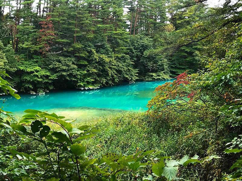 TAE_12_Urabandai_blue_lake.jpg