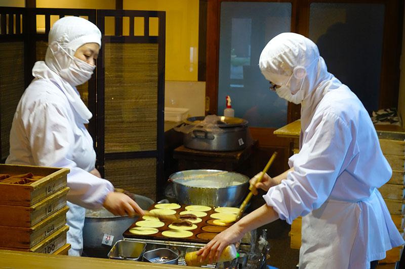 OGOK_26_Tajimaya_baking.jpg
