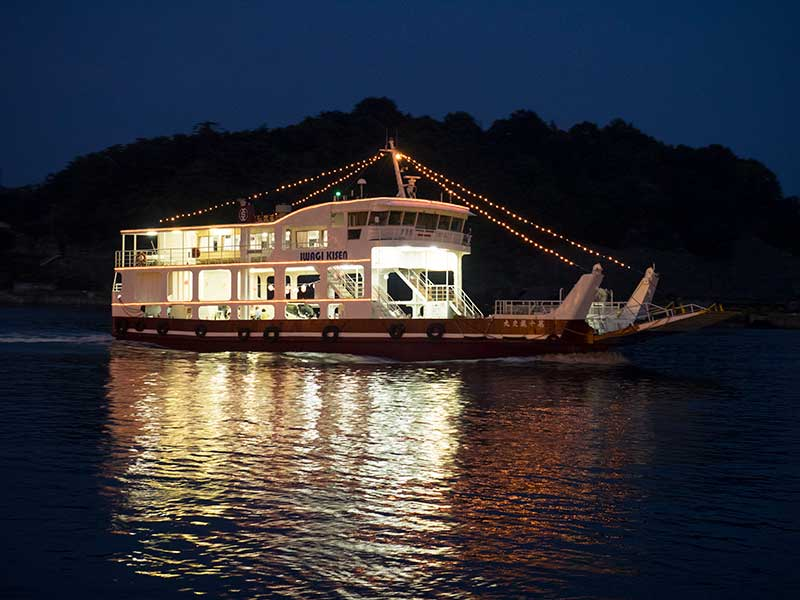 ISO_29_Inland_Sea_ferry_night.jpg