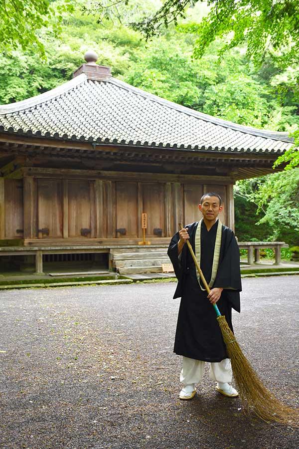YK_01_Fukiji_priest.jpg