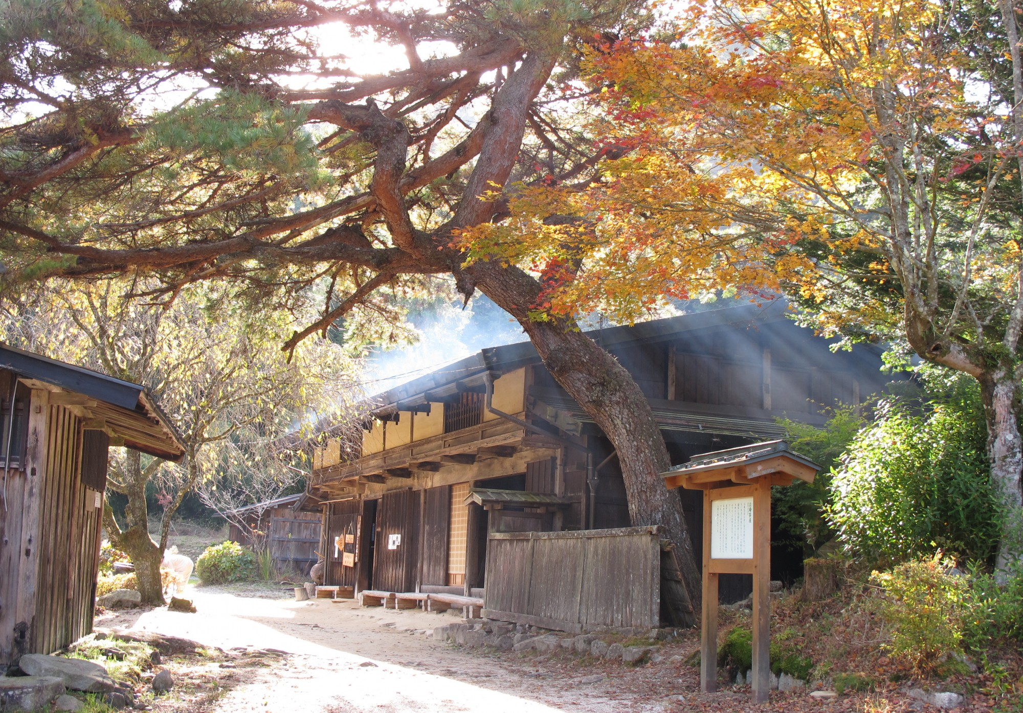 Nakasendo_Way_Tea_house_near_O-tsumago_01_cropped.jpg